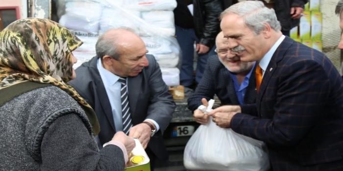 Bursa'da kameralar karşısında yardım ve yansımaları tepki çekti!